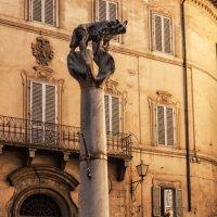 Сиена. Piazza Di Postierla.Волчица-символ Сиены. :: Надежда Лаптева