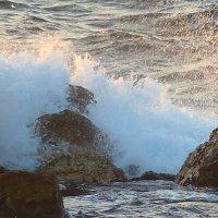 волна средиземного моря. :: Пётр Беркун