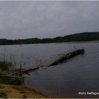 на берегу озера сломанный мост. :: Андрей