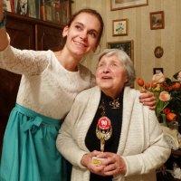 Сфотографироваться с таким юбиляром каждому приятно :: Татьяна Сапрыкина