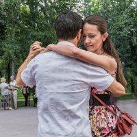 Танцы в сквере, танго :: Nn semonov_nn