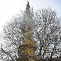Двор  Аббатства украшает барочная колонна Святой Троицы, 1739 г, скульптор Джузеппе Джулиани :: Елена Павлова (Смолова)