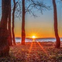 Лучи уходящего солнца :: Valerii Ivanov