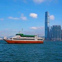 Катер на остров Гонконг :: Анатолий Иргл