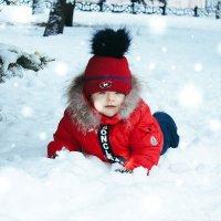 Ребёнок на снегу :: Евгения Ламтюгова