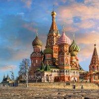 Собор Василия Блаженного в лучах рыжего солнца :: Юлия Батурина