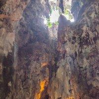 В пещере Бату (Batu Cave), Куала-Лумпур, Малайзия. :: Edward J.Berelet
