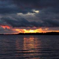 По небу плыли облака, и страж осматривал владенья... :: Алексей Батькович