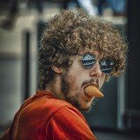 Любитель мороженого :: Александр Бойко