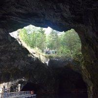 Внутри  скалы :: Андрей