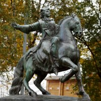 Бронзовый памятник Царице Елизавете Петровне, дочери Петра I... :: Наталья Меркулова