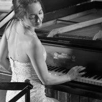 Старинный рояль :: Михаил Андреев