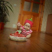 Нападение на торт... :: Александр Толстых