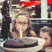 -У тебя, когда день рождения? - Сегодня. - Надо не забыть тебя поздравить.) :: Лилия .