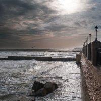 Шумит понемногу зимнее море... :: Виктория Бондаренко