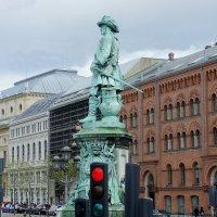 Копенгаген. Памятник адмиралу Нильсу Юэлю :: Елена Павлова (Смолова)