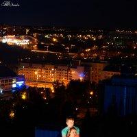 На фоне города :: Рустам Колотов