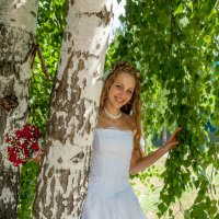 Невеста у березки :: Sergey Serov