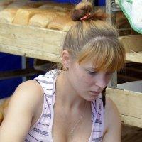 В хлебной лавке :: Валерий Симонов