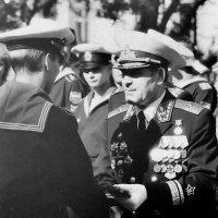 Кортик и погоны из рук  адмирала :: Евгений Поварёнков