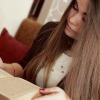 Анна читает :: Anastasia Ionova