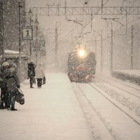 Станция. Снегопад. :: Олег Серженко