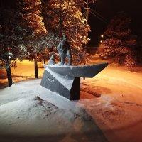 Печора.Памятник В.А.Русанову :: владимир полежаев