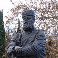 Ливадия. Памятник Александру III :: Yuliya Soloviova Соловьева
