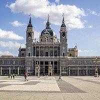 Мадрид. Площадь перед Королевской резиденцией. :: Cергей Павлович