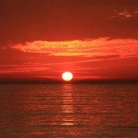Уходит солнце красное :: valeriy khlopunov