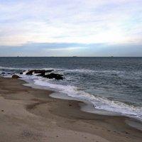 Здесь волны разговаривают с небом, их шепот нарушает тишину.... :: Людмила
