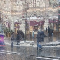 Отражение городской улицы :: Александр Степовой