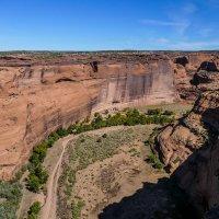 """Найдите руины """"многоэтажек"""" индейцев в нишах скал! (Каньон De Chelly, Аризона, США) :: Юрий Поляков"""