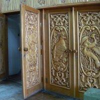 Двери в музее камней :: Вера Щукина