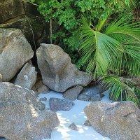 Камни на белом песке симилан :: Александр