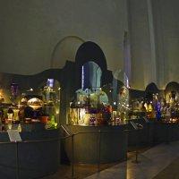 Выставка хрусталя в Троицкой старообрядческой церкви :: Николай Смольников