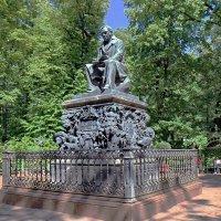 Памятник Крылову И.А. в Летнем саду :: Сергей
