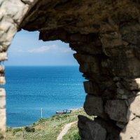 Окно в лето... Генуэзская крепость Кафа... :: Сергей Леонтьев