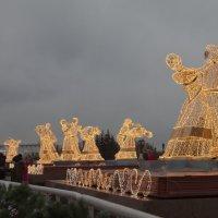 Танцуют огоньки в безоблачной ночи... :: Yuri Chudnovetz