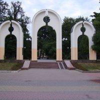 Вход   в   Мемориальный   Сквер   Ивано - Франковска :: Андрей  Васильевич Коляскин