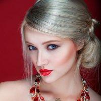 Дама в красном с агамой. :: Дина Агеева