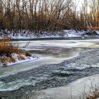 Мороз силён, но речка не сдаётся... :: Андрей Заломленков