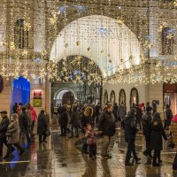 Рождественские дни на Никольской улице. :: Владимир Безбородов