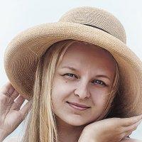 В шляпе :: Ольга Озонова