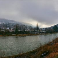 Домик у реки. :: Юрий Гординский