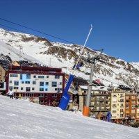 Городок живущий горными лыжами :: Вячеслав Случившийся