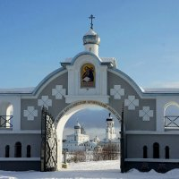 Иоанно-Богословский Савво-Крыпецкий монастырь. Святые ворота :: Елена Павлова (Смолова)