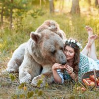 Маша и медведь :: Ирина Пирогова
