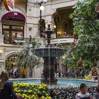 Место встречи. В центре ГУМа у фонтана ... :: Сергей Козырев