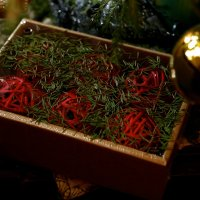 Новогодние  украшения  под  елочкой :: OLGA